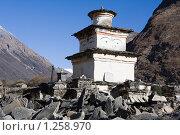 Купить «Непал. Ступа в деревне Сама Гаон (3400 м.)», фото № 1258970, снято 1 ноября 2009 г. (c) Михаил Ворожцов / Фотобанк Лори