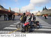 Купить «Велотуристы на Красной площади», эксклюзивное фото № 1260634, снято 10 октября 2009 г. (c) Free Wind / Фотобанк Лори