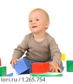 Купить «Мальчик играет с кубиками», фото № 1265754, снято 30 августа 2008 г. (c) Валентин Мосичев / Фотобанк Лори