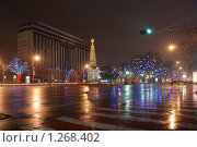 Купить «Ночные огни города Краснодара на площади Революции», фото № 1268402, снято 24 декабря 2008 г. (c) Андрей Емельяненко / Фотобанк Лори
