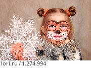 """Купить «Девочка-""""тигренок"""" со снежинкой», фото № 1274994, снято 6 декабря 2009 г. (c) Круглов Олег / Фотобанк Лори"""