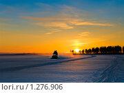 Купить «Катание на снегоходе по озеру на закате», фото № 1276906, снято 2 января 2009 г. (c) Кекяляйнен Андрей / Фотобанк Лори