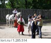 Купить «Сватание невесты», фото № 1285514, снято 10 сентября 2004 г. (c) Галина  Горбунова / Фотобанк Лори
