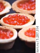Купить «Красная икра», фото № 1287314, снято 25 ноября 2009 г. (c) Олег Кугаев / Фотобанк Лори