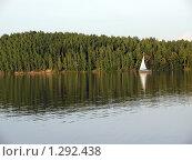 Яхта вдалеке. Стоковое фото, фотограф Дмитрий / Фотобанк Лори