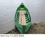 Зеленая деревянная лодка на берегу. Стоковое фото, фотограф Вера Попова / Фотобанк Лори
