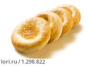 Купить «Свежие булочки с начинкой на белом фоне», фото № 1298822, снято 17 декабря 2009 г. (c) Юлия Сайганова / Фотобанк Лори
