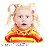Девочка на белом фоне. Стоковое фото, фотограф Майя Крученкова / Фотобанк Лори