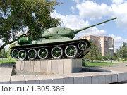 Купить «Легендарный танк Т-34 под кроной дерева», фото № 1305386, снято 29 августа 2009 г. (c) Валерий Лифонтов / Фотобанк Лори