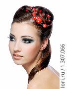 Купить «Портрет красивой молодой девушки», фото № 1307066, снято 22 ноября 2008 г. (c) Валуа Виталий / Фотобанк Лори