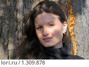 Девушка в осеннем парке. Стоковое фото, фотограф Иванов Аркадий Николаевич / Фотобанк Лори