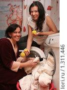Купить «Стирка пуховика», эксклюзивное фото № 1311446, снято 21 декабря 2009 г. (c) Мария Зубарева / Фотобанк Лори