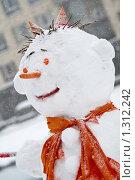 Купить «Смешной снеговик», фото № 1312242, снято 20 декабря 2009 г. (c) Петр Кириллов / Фотобанк Лори