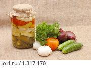 Купить «Свежие и консервированные овощи», фото № 1317170, снято 23 октября 2009 г. (c) Воронин Владимир Сергеевич / Фотобанк Лори
