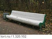 Купить «Скамейка в парке», фото № 1320102, снято 29 октября 2009 г. (c) Александр Секретарев / Фотобанк Лори