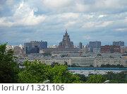 Купить «Вид с Воробьевых гор на Москву», эксклюзивное фото № 1321106, снято 24 мая 2009 г. (c) lana1501 / Фотобанк Лори