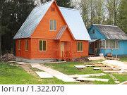 Купить «Новый и старый  деревянные дома», эксклюзивное фото № 1322070, снято 11 мая 2009 г. (c) Наталия Шевченко / Фотобанк Лори