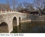 Мост в парке Бейхай. Пекин, Китай. (2009 год). Стоковое фото, фотограф GrayFox / Фотобанк Лори