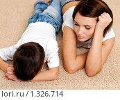Купить «Мать и расстроенный плачущий сын», фото № 1326714, снято 21 ноября 2009 г. (c) Валуа Виталий / Фотобанк Лори