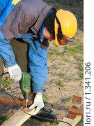 Купить «Рабочий-строитель», фото № 1341206, снято 11 апреля 2009 г. (c) Александр Паррус / Фотобанк Лори