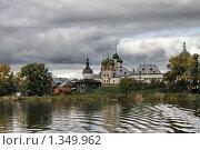 Купить «Ростовский кремль со стороны озера Неро», фото № 1349962, снято 26 сентября 2009 г. (c) Яременко Екатерина / Фотобанк Лори