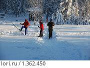 Купить «Три лыжника», фото № 1362450, снято 7 января 2010 г. (c) Елисеева Екатерина / Фотобанк Лори