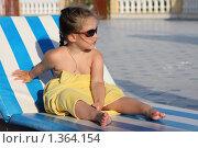Купить «Девочка в солнцезащитных очках, загорающая на лежаке», фото № 1364154, снято 24 мая 2009 г. (c) Константин Исаков / Фотобанк Лори