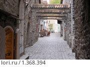 Купить «Улица с арками в Старом городе. Таллин», фото № 1368394, снято 14 мая 2009 г. (c) Александр Гончаров / Фотобанк Лори