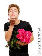 Молодой человек с букетом роз. Стоковое фото, фотограф Алена Роот / Фотобанк Лори
