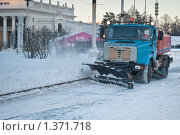 Купить «Снегоуборочная машина на ВВЦ (ВДНХ)», эксклюзивное фото № 1371718, снято 12 января 2010 г. (c) Алёшина Оксана / Фотобанк Лори