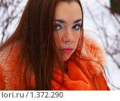 Купить «Красивая девушка в парке», фото № 1372290, снято 27 декабря 2009 г. (c) Евдокимова Мария Борисовна / Фотобанк Лори