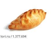 Пирожок на белом. Стоковое фото, фотограф Татьяна Вишнякова / Фотобанк Лори