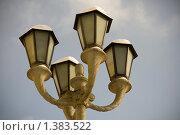 Купить «Уличный фонарь», фото № 1383522, снято 16 января 2010 г. (c) Иван Веселов / Фотобанк Лори