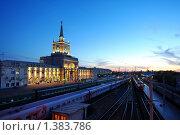 Купить «Железнодорожный вокзал города Волгограда и поезда у платформы вечером», фото № 1383786, снято 24 июня 2019 г. (c) A Челмодеев / Фотобанк Лори
