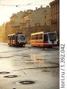 Купить «Встреча первых трамваев на рассвете. Санкт-Петербург», эксклюзивное фото № 1392042, снято 19 мая 2009 г. (c) Ольга Визави / Фотобанк Лори