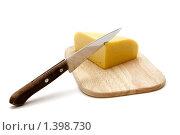 Купить «Сыр на разделочной доске», фото № 1398730, снято 13 января 2010 г. (c) Анна Лурье / Фотобанк Лори
