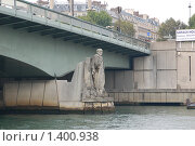 Купить «Скульптура на опоре моста через Сену - Париж», фото № 1400938, снято 29 сентября 2008 г. (c) Александр Гончаров / Фотобанк Лори
