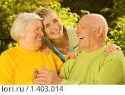 Бабушка и дедушка с внучкой на открытом воздухе. Стоковое фото, фотограф Andrejs Pidjass / Фотобанк Лори