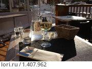 Купить «Зимний солнечный день в уличном кафе», фото № 1407962, снято 15 января 2010 г. (c) Галина Бурцева / Фотобанк Лори
