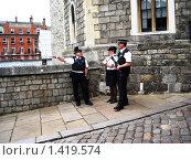 Лондон. Тауэр. Полицейские. (2007 год). Редакционное фото, фотограф Светлана Степачёва / Фотобанк Лори