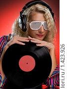 Купить «Стильная девушка диджей», фото № 1423926, снято 17 января 2009 г. (c) Andrejs Pidjass / Фотобанк Лори