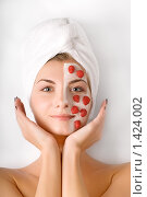 Купить «Девушка с ягодной маской на лице», фото № 1424002, снято 23 марта 2008 г. (c) Andrejs Pidjass / Фотобанк Лори