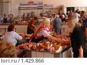 Купить «Рынок мяса», фото № 1429866, снято 19 июля 2008 г. (c) Николай Богоявленский / Фотобанк Лори
