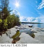 Купить «Солнце и каменный берег Ладожского озера», фото № 1439594, снято 23 января 2020 г. (c) Михаил Марковский / Фотобанк Лори