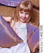 Девочка с подушками. Стоковое фото, фотограф Сунгатулина Эльвира / Фотобанк Лори