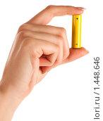 Купить «Батарейка в женской руке», фото № 1448646, снято 16 января 2010 г. (c) Антон Викторович / Фотобанк Лори