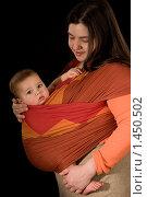 Купить «Мама  с малышом в слинге», фото № 1450502, снято 31 января 2007 г. (c) Козловская Ксения / Фотобанк Лори