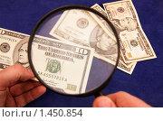 Купить «Проверка подлинности купюр», фото № 1450854, снято 7 февраля 2009 г. (c) Артем Свистун / Фотобанк Лори