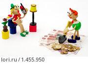 """Купить «""""Люди и деньги"""". Муж зарабатывает, жена тратит деньги. Семейный бюджет», эксклюзивное фото № 1455950, снято 5 февраля 2010 г. (c) Юрий Морозов / Фотобанк Лори"""