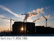 Купить «Стройка на закате», фото № 1456186, снято 20 января 2010 г. (c) Nelli / Фотобанк Лори